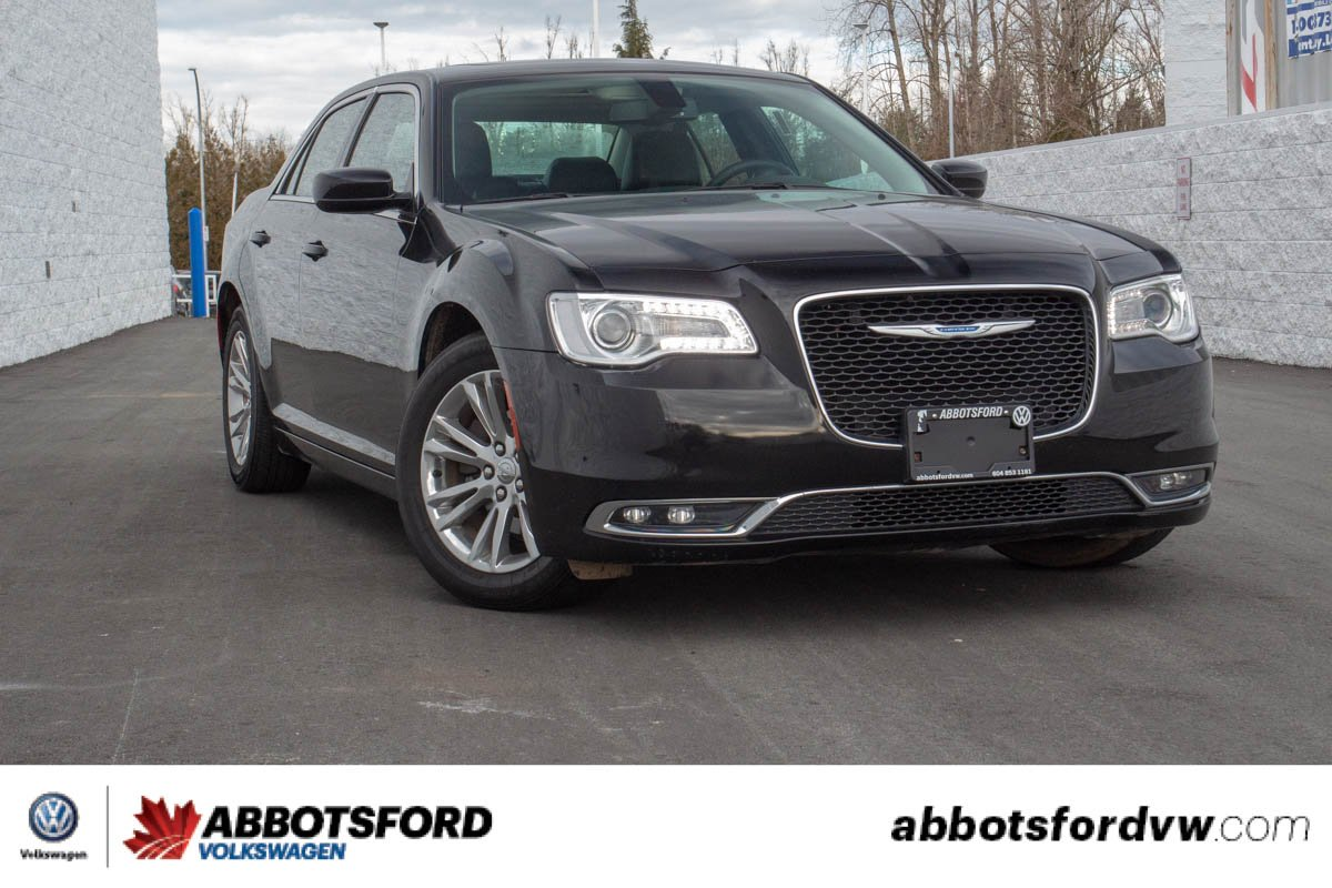 Pre-Owned 2017 Chrysler 300 Touring NO ACCIDENTS, BC CAR, GREAT CONDITION!