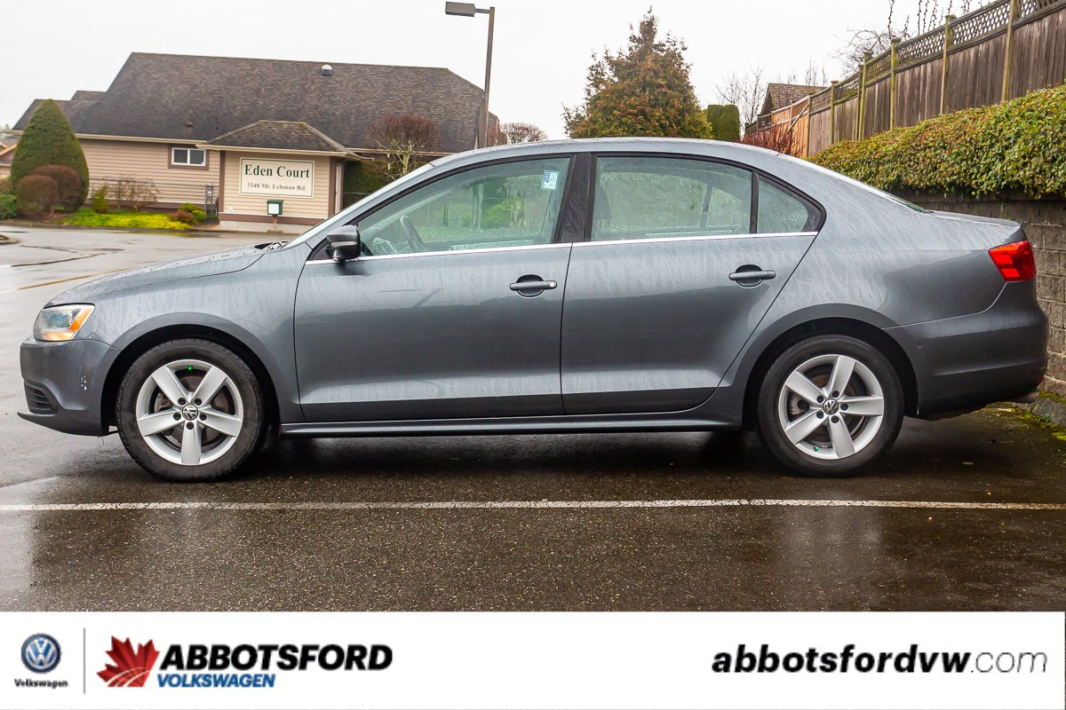 Pre-Owned 2014 Volkswagen Jetta Sedan Comfortline SUNROOF, GREAT FUEL ECONOMY, LOCAL CAR!